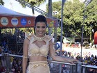 Vocalista do Babado Novo, Mari Antunes chora ao estrear no carnaval