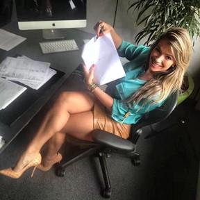 Fani assina contrato com a revista 'Sexy' (Foto: Instagram/ Reprodução)