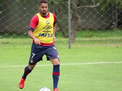 Atacante Dellatorre no treino do Atlético-PR (Foto: Site oficial do Atlético-PR/Divulgação)