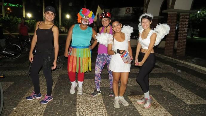 Ciclistas entram em clima de festa e pedalam com fantasias de carnal (Foto: Paulo Maia Sobrinho/Arquivo Pessoal)
