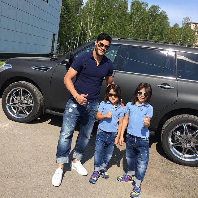 "BLOG: ""Modelos???"": Hulk posa com os filhos na Rússia"