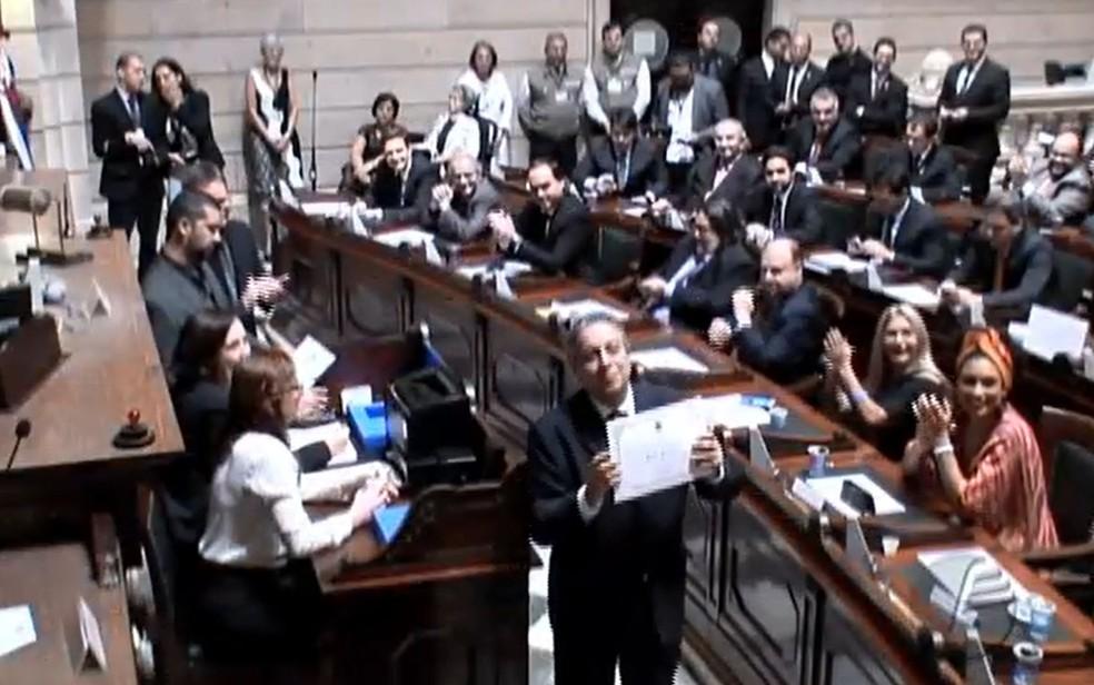 Vereadores são diplomados no Rio (Foto: Reprodução / TV CÂMARA)