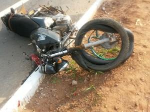 Moto foi levada para o pátio da PRF para ser retirada por algum familiar da vítima (Foto: Jardel Machado/PRF)