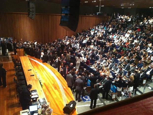 Plenário da Câmara do Distrito Federal durante posse de Rodrigo Rollemberg (Foto: Raquel Morais/G1)