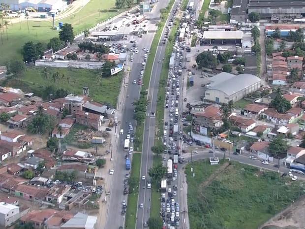 Imagens aéreas mostram a dimensão do congestionamento provocado pelo protesto (Foto: Reprodução / TV Globo)