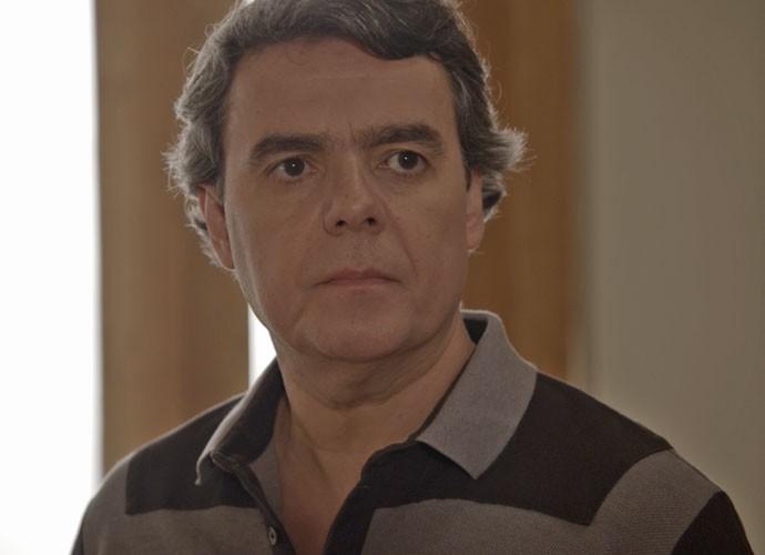 Evandro fica surpreso com a visita inesperada de Alice (Foto: TV Globo)