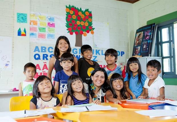 Crianças educadas com Mamug koe ixo tig (Foto: EFE)