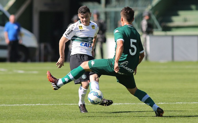 Ruy; Coritiba; Goiás (Foto: Giuliano Gomes/PR PRESS)