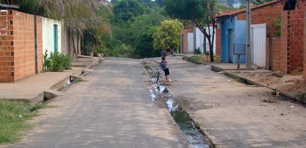 Galeria construída no bairro Vila Irmã Dulce, Zona Sul de Teresina, onde mais de 7 mil famílias convivem com esgoto a céu aberto (Foto: Gil Oliveira/G1)