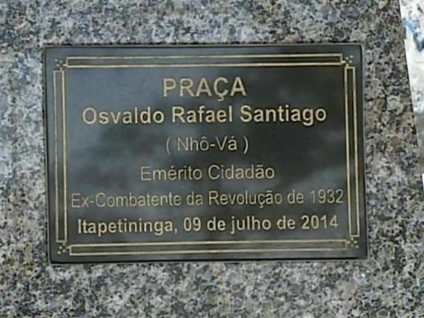Praça foi rebatizada em homenagem ao ex-combatente (Foto: Reprodução / TV TEM)