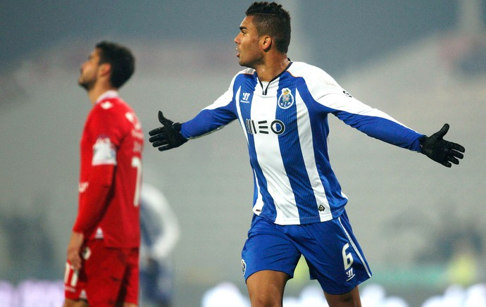 Casemiro comemora gol do Porto contra o Gil Vicenti (Foto: Agência Reutes)
