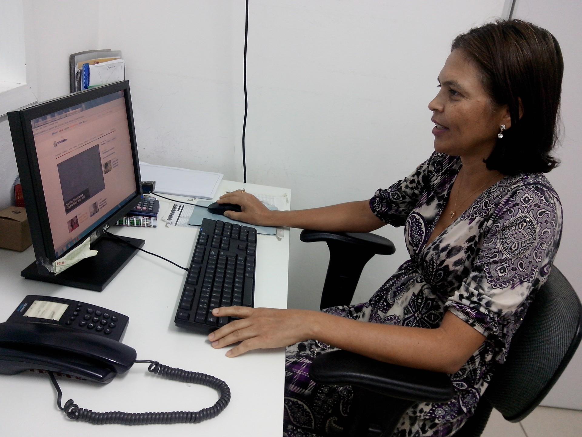 Natália Barbosa trabalha na TV Grande Rio há 22 anos (Foto: Gabriela Canário)