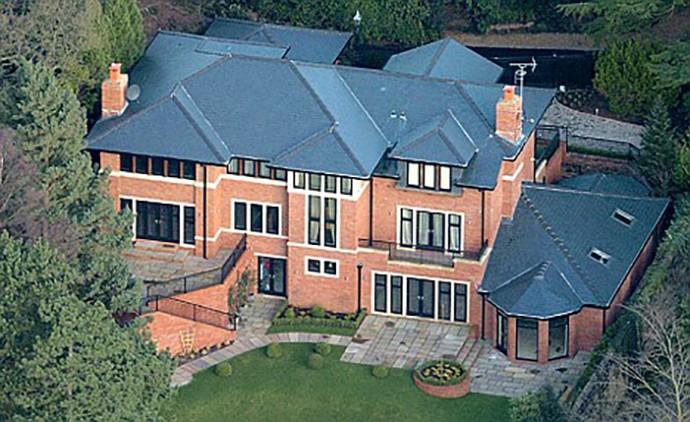 Luke Shaw aluga casa de Cristiano Ronaldo