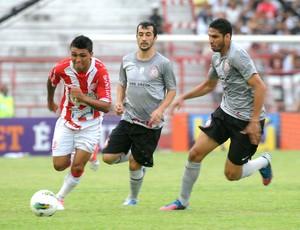 Kieza, Náutico e Corinthians (Foto: Aldo Carneiro / Globoesporte.com)