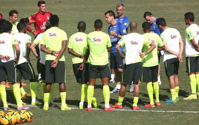 Dunga treino Brasil (Foto: Bruno Domingos / Mowa press)