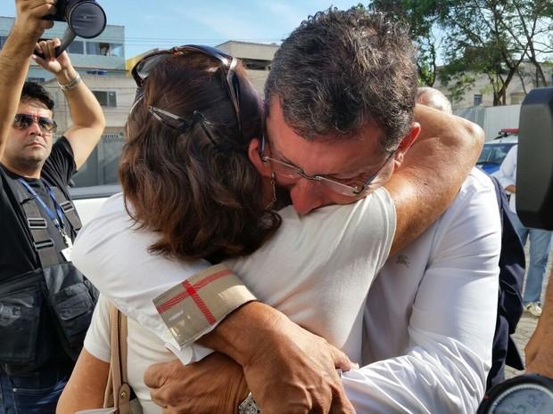 Calú chega para julgamento e chora (Foto: Gabriela Ribeti/ TV Gazeta)