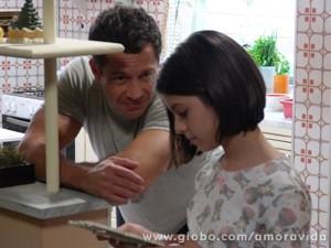 Bruno faz tudo e mais uma pouco pela filha Paulinha (Foto: Amor à Vida / TV Globo)