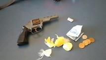 Aluno é apreendido com arma em escola (Divulgação/Polícia Militar)