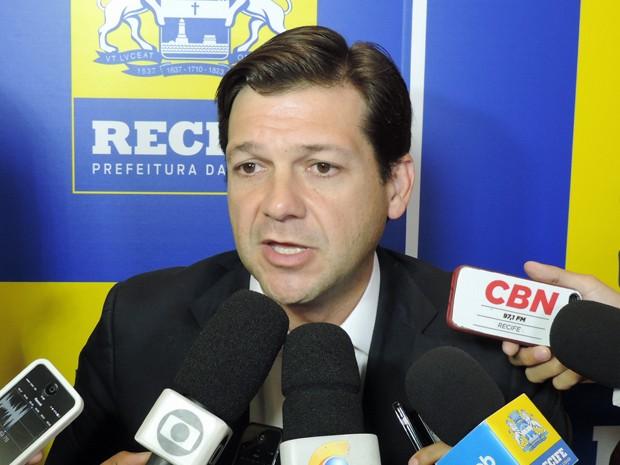 Geraldo Julio acrescentou que a confecção de um novo processo de licenciamento não implica na anulação do plano imobiliário proposto pelo Novo Recife (Foto: Begson Lira/TV Globo)