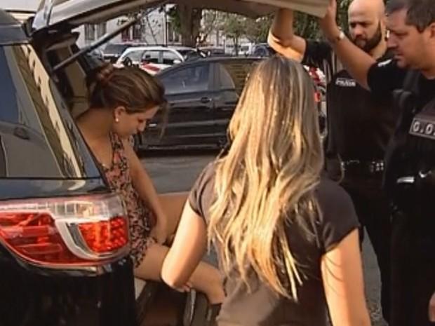 Mãe foi presa na tarde desta quinta-feira (9) (Foto: Reprodução/ TV TEM)