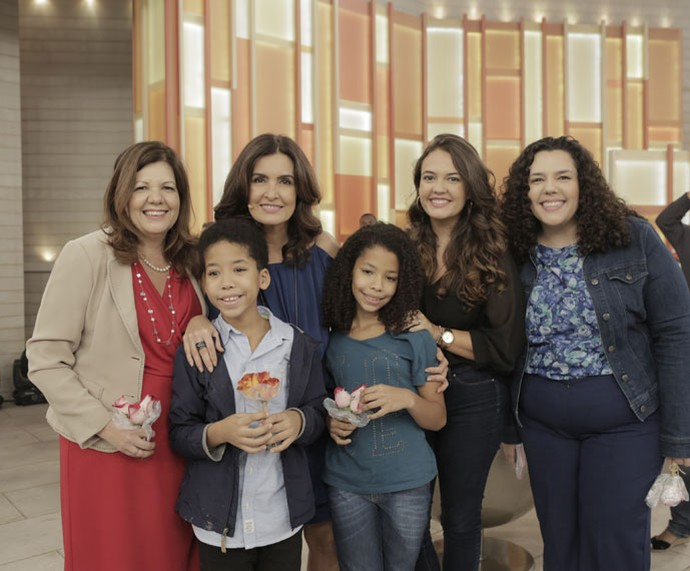 Fátima com convidados do programa que falaram sobre família e adoção (Foto: Ellen Soares/Gshow)