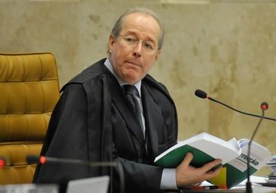Celso de Mello disse que a suspensão de direitos políticos é incompatível com o exercício mandato parlamentar (Foto: José Cruz/ABr)