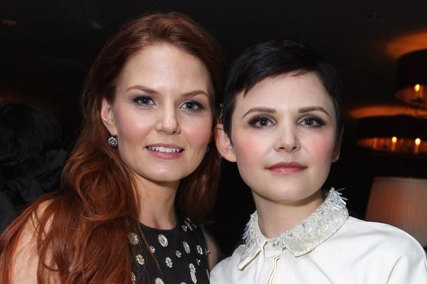 Além de terem o nome parecido e de interpretarem mãe e filha em 'Once Upon a Time', Jennifer Morrison e Ginnifer Goodwin são grandes amigas há muitos anos (Foto: Getty Images)