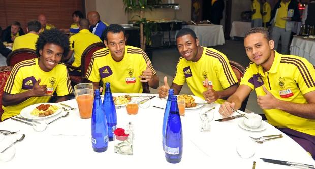 Willian almoço brasileiros Anzhi (Foto: Reprodução / Site Oficial)
