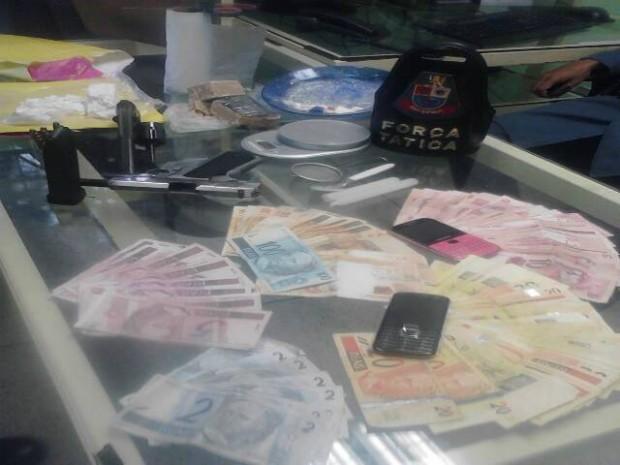 PM procurava pelos suspeitos do assalto e acabaram prendendo mais três pessoas (Foto: Divulgação/Polícia Militar)