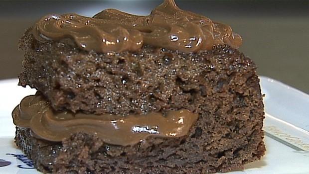 Aprenda a fazer pão de mel com licor e chocolate (Foto: Reprodução RPC)