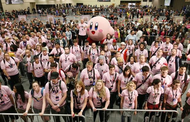Fãs de 'Kirby' fazem bola de chiclete ao mesmo tempo e quebram recorde 01zgamebola