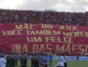 Torcida do Sport faz 'homenagem' para as mães dos árbitros (Foto: Elton de Castro / GloboEsporte.com)