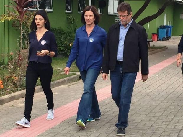 Candidata à prefeitura de Florianópolis pelo PP, Angela Amin votou no IFSC do Continente (Foto: Mayara Vieira/RBS TV)