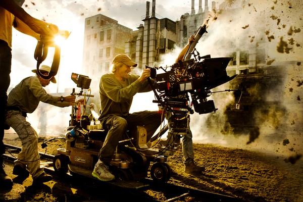 Michael Bay no set do quarto filme da franquia 'Transformers'. Todos tiveram a sua direção. (Foto: Divulgação)