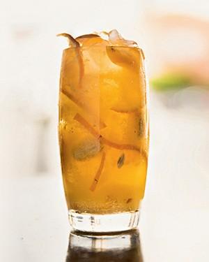 Caipirinha de seriguela e tangerina (Foto: Amanda Areias/Editora Globo)
