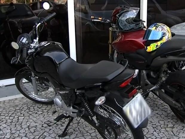 Motos roubadas foram encontradas com a quadrilha (Foto: Reprodução/TV Tem)
