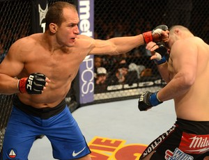 Cigano e Cain Velasquez , UFC 155 (Foto: Getty Images)