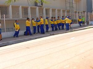 Trabalhadores aderiram a greve nesta quarta-feira (16) (Foto: Reprodução/TV Tapajós)