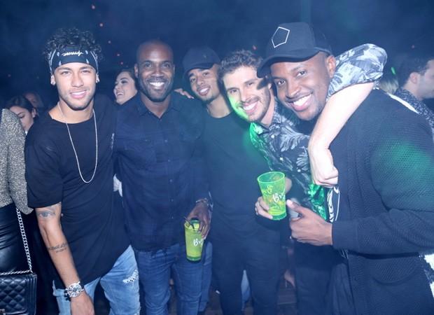 Neymar, Rafael Zulu, Gabriel Jesus, Bruninho e Thiaguinho (Foto: Anderson Borde/Agnews)