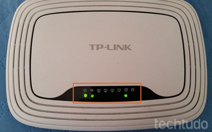 Luzes de wireless e Internet serão ativadas (Foto: Barbara Mannara/TechTudo)