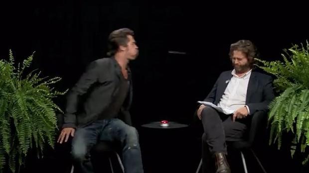 Brad Pitt e Zach Galifianakis (Foto: Reprodução)