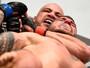 Thales Leites dá show de jiu-jítsu e finaliza Chris Camozzi com mata-leão