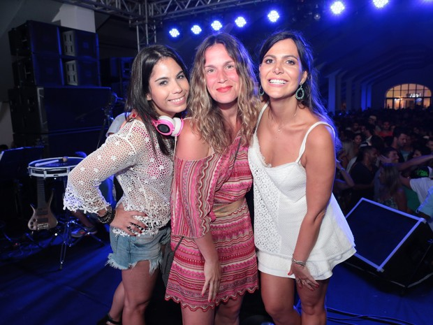 DJ Helen Sancho, Vanessa Loes e Carol Sampaio em festa na Zona Sul do Rio (Foto: Reginaldo Teixeira/ Divulgação)