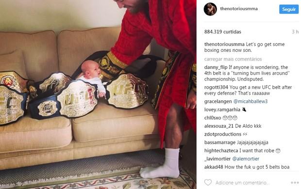 """BLOG: McGregor posta foto do filho com quatro cinturões: """"Vamos pegar alguns de boxe"""""""