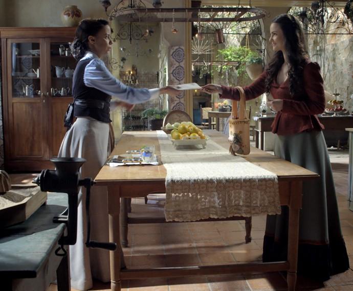 Rosa entrega a carta a Severa (Foto: TV Globo)