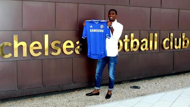 Samuel Eto'o chelsea apresentação (Foto: Reprodução / Site Oficial do Chelsea)