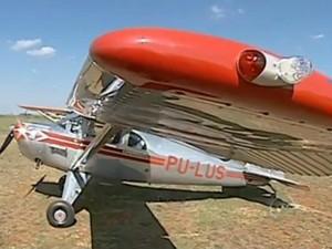 Um dos aviões usados pelo grupo é um Aeronca de 1946 (Foto: Reprodução/ TV TEM)