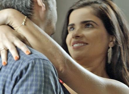 Tóia decide se casar com Romero