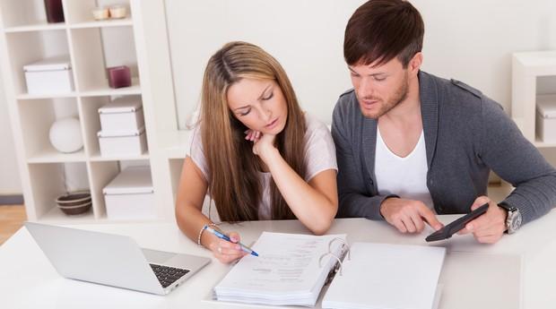 anáise_taxas_finanças_documentos_casal_família (Foto: Shutterstock)