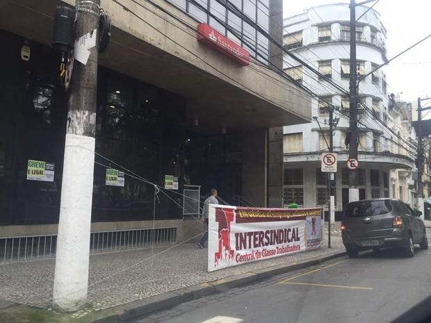 Greve fechou 90% das agências bancárias de Santos (Foto: Isabela Oliveira/G1)